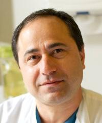 Hadi Riazi, overlæge